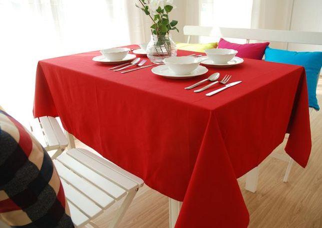 Красивая нарядная красная скатерть / скатерти на стол, салфетки