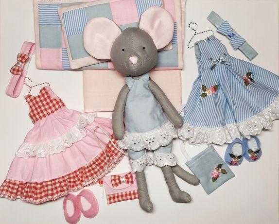 Текстильная мышка-модница с нарядами и постелькой