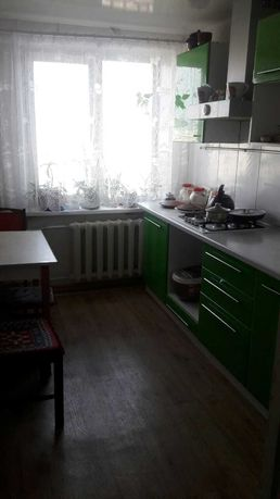 Продам 3-х комнатную квартиру на Коммунаре ! М.В