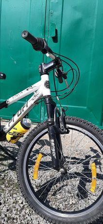Продам велосипед алюминиевая рама на 20 колесах.