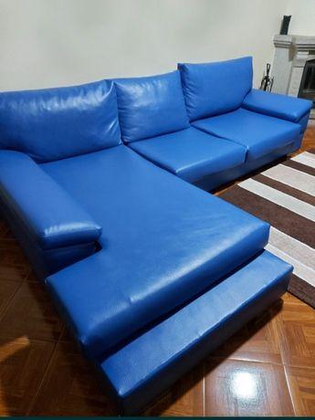 Sofá e mesa de cozinha