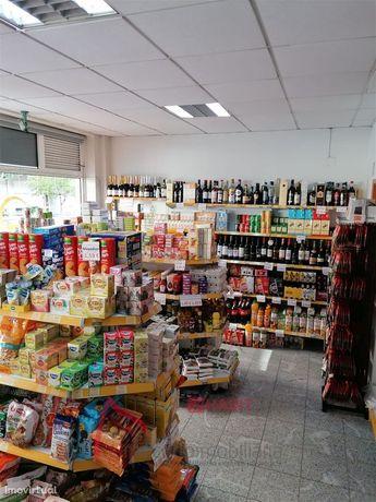 Negócio de supermercado para trespasse completamente preparado