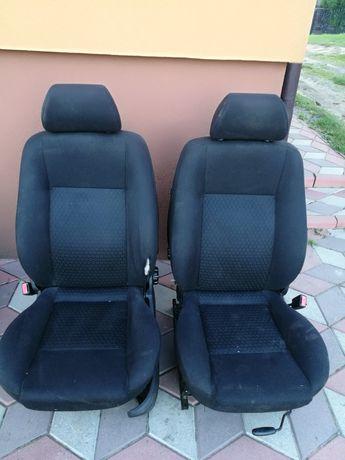 Komplet foteli do Forda Mondeo Mk 3 hatchback
