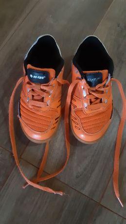 Buty piłkarskie halowe