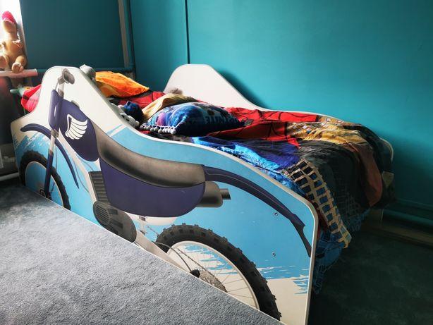 Łóżko z motywem motor cross