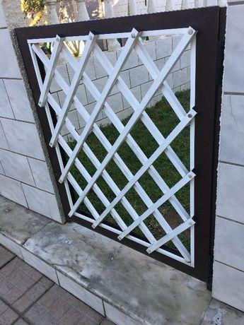 Portão exterior de alumínio pintado