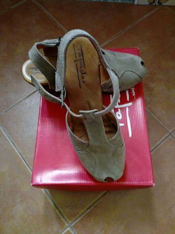 Sandálias em pele Tapadas 39 novas!