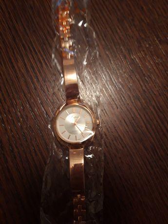 Zegarek w kolorze różowego złota