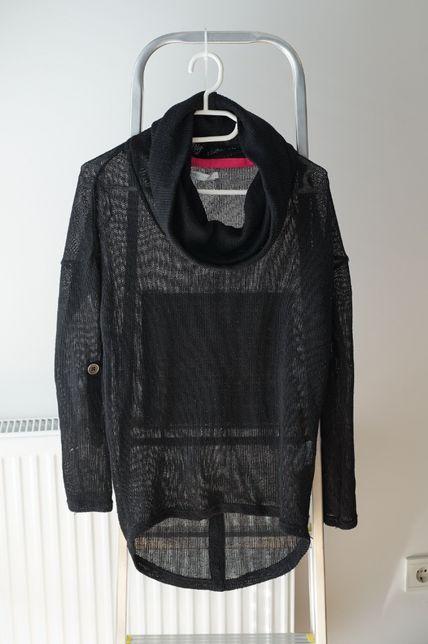 Czarny, ażurowy sweterek (Only) z lejącym golfem, podpinane rękawy