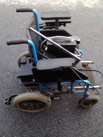 Vendo cadeira de rodas elétrica, era de adolescente,