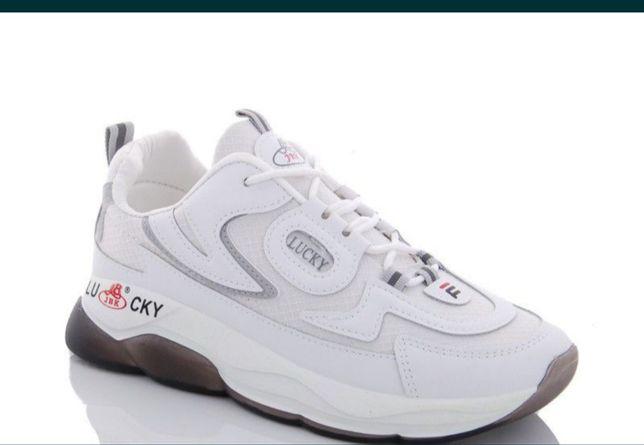 Кроссовки продам