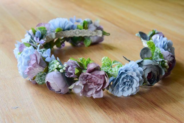 Niebieski wianek na głowę ze sztucznych kwiatów