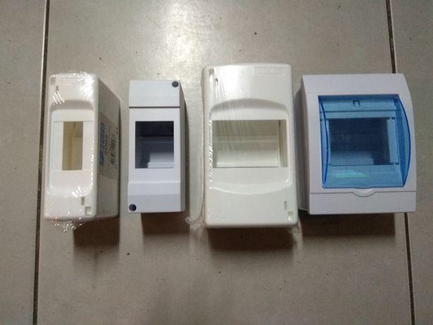 Caixa para disjuntores e porta fusiveis