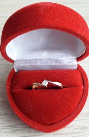 Pierścionek zaręczynowy złoto pr. 0.585 masa 1.69 g diament 0.09 ct