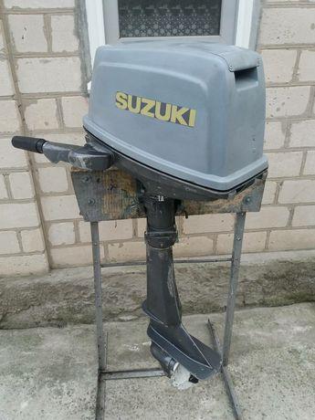 Лодочный мотор  Suzuki.