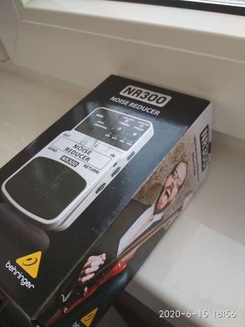 Шумодав Behringer Noise Reduction NR300