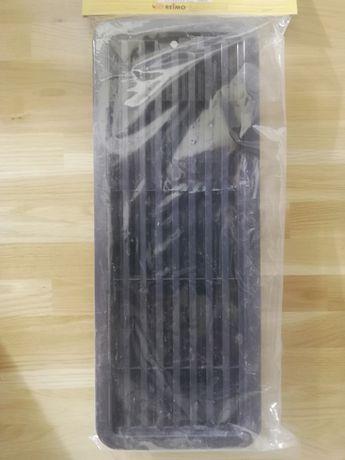Kratka wentylacyjna lodówki kampingowej, dolna.