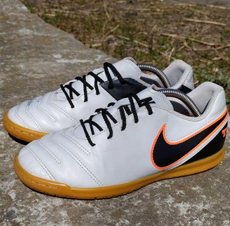 футзалки Nike Tiempo розмір 37.5
