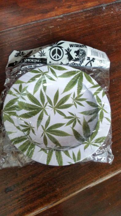 Cinzeiro em Latão Weed Leaf Novo e embalado