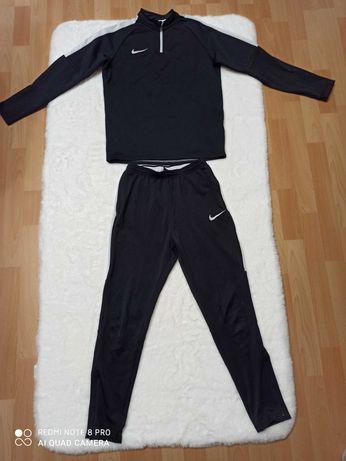 Czarny dres Nike 147-158cm