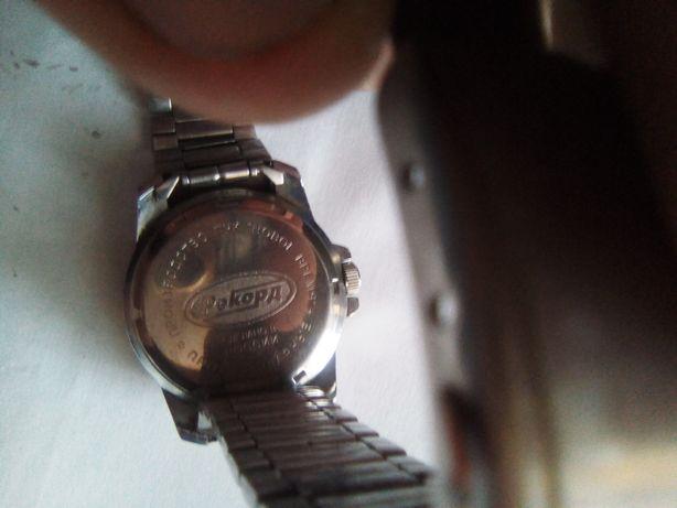 800 руб без торга рекорд оригинал нужно заменить стекло.