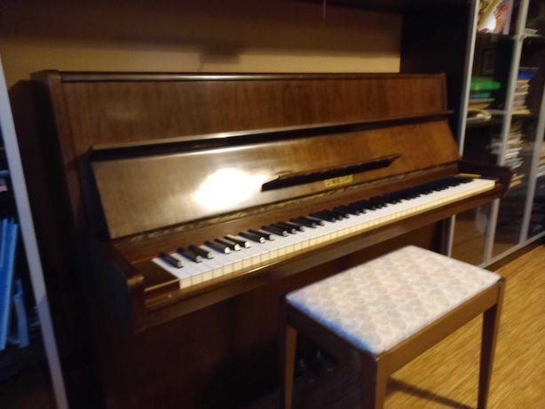 Sprzedam pianino PETROF wraz z taboretem, stan bardzo dobry