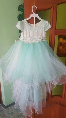 Бальное платье на 3-5лет.