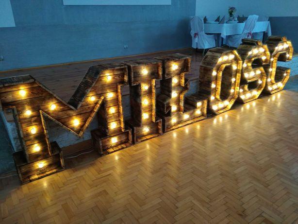 Napis MIŁOŚĆ wesele, ślub - drewniany, rustykalny, podświetlany