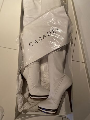Продам белые сапоги- чулок Casadei