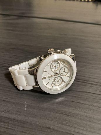 DKNY часы женские