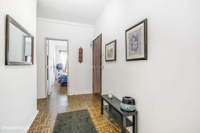 Apartamento T3 transformado em T2 no Feijó