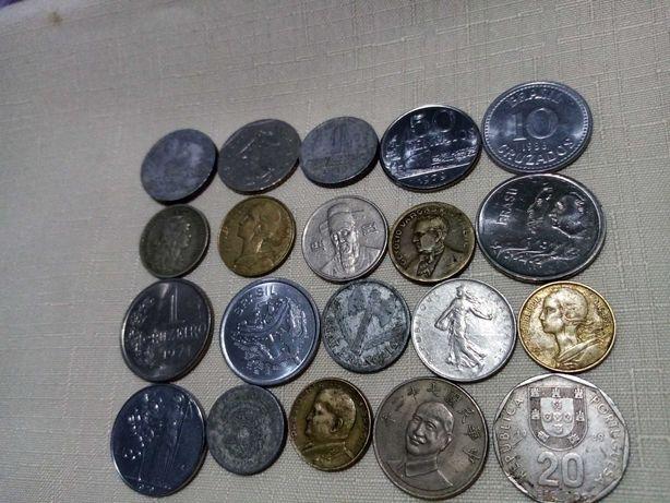 Lote de moedas estrangeiras