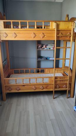 Двухярусная детская кровать из натурального дерева