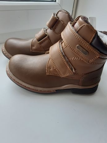 Нові шкіряні чобітки на хлопчика