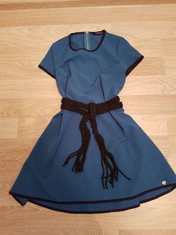 Niebieska rozkloszowana sukienka z krótkim rękawem, rozmiar S