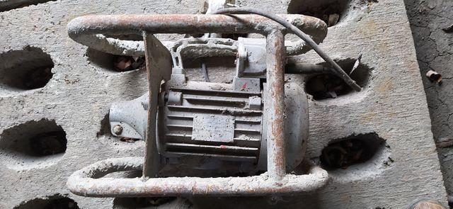 Wibrator z buławą 220v do betonu. Buława