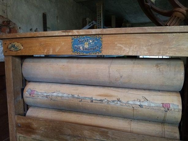 Stary drewniany magiel. Niemiecki antyk