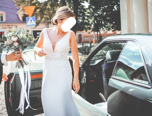 Suknia ślubna Pilar, model Chanel (dopasowana, odkryte plecy)