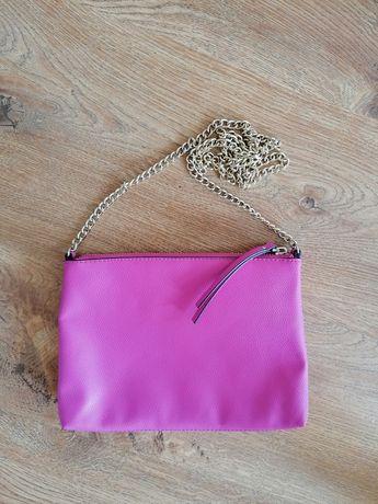 Mała różowa torebka na złotym łańcuszku H&M