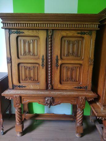 Stare dębowe meble ręcznie rzeźbione do Renowacji