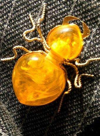 Винтажная позолоченная брошь из Балтийского пейзажного янтаря Паук