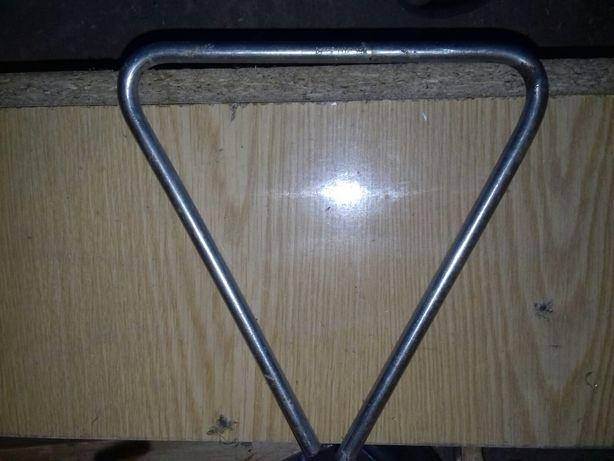 Продам музыкальный инструмент трехугольник
