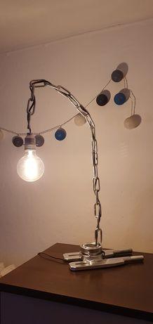 Lampa ozdobna z łańcucha