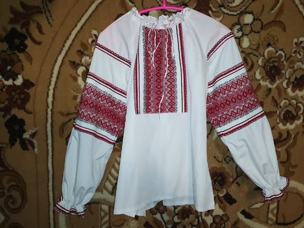 Вишиванка женская (рубашка), машинная вышивка