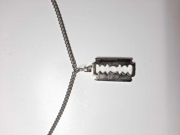 Naszyjnik z zawieszką żyletki