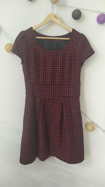 Ciepła sukienka w kratę czerwono-czarna