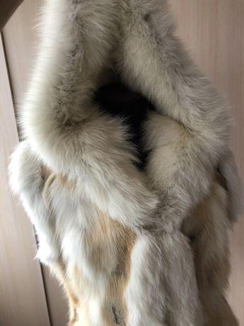 Жилет мех лисы с капюшоном