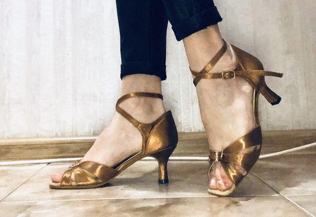 Бальные туфли для девочки