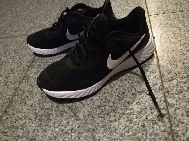 Sprzedam buty Nike rozmiar 36.5