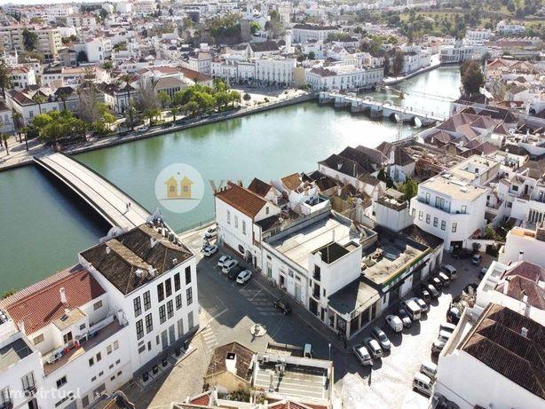 Prédio com 3 artigos urbanos - Junto ao Rio Gilão